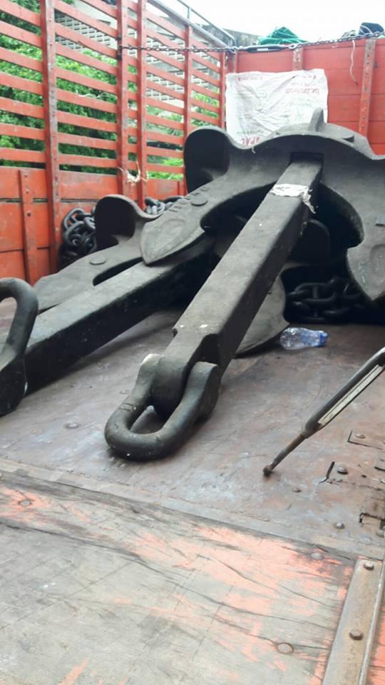 ภาพ สมอเรือ Anchor Hall ของเรามี Crown shackles ที่ปลายแล้วค่ะ