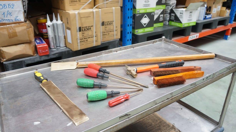 ภาพเครื่องมือ ที่ทำจากโลหะ Non-sparking tool